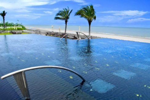 81 Beachfront infinity pool