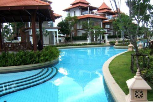 82 Large lagoon pool 15000 sqm