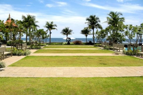 83 Lawn at seaside