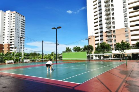 85 Dual tennis courts