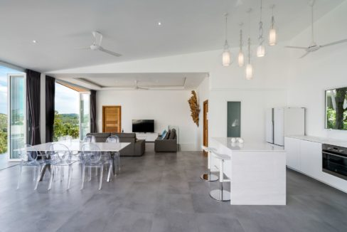 11 Spacious living dining room 1