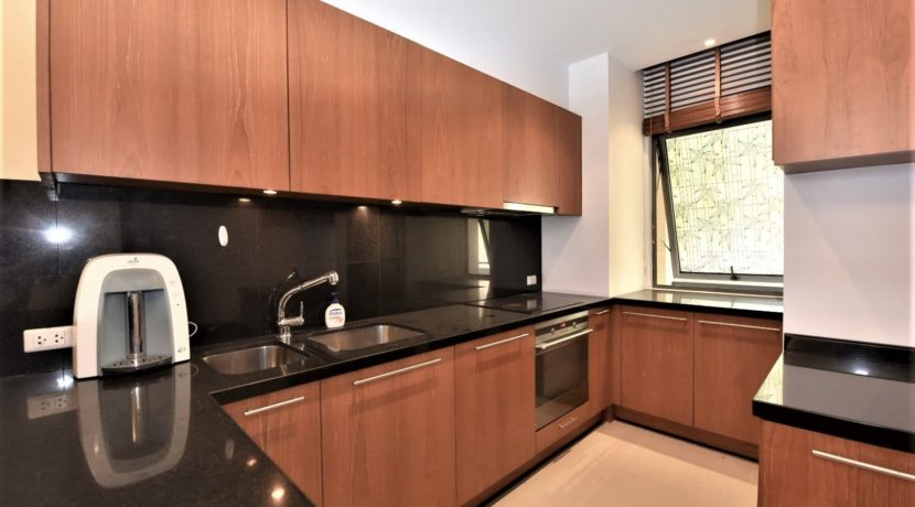 26 Fully fitted open EU style kitchen