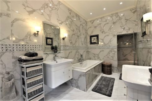 35A Ensuite master bathroom