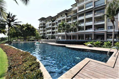 83 Large communal swimming pool