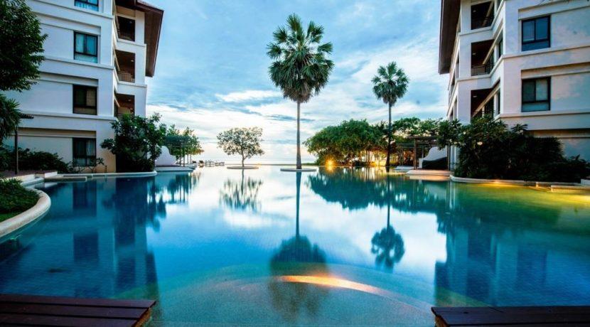 03 Magnificent swimming pool (1200 sqm)