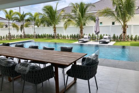 04 Large fully covered terrace