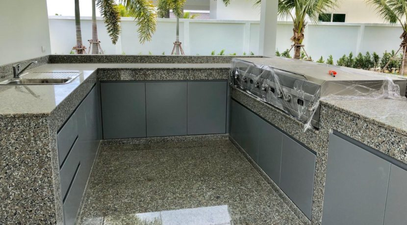 05 External fully fitted Thai-BBQ kitchen