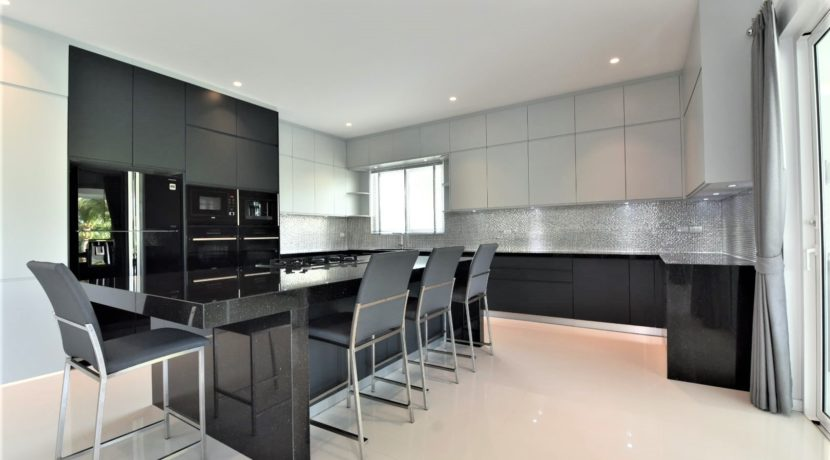 25 Fully fitted ultra modern kitchen