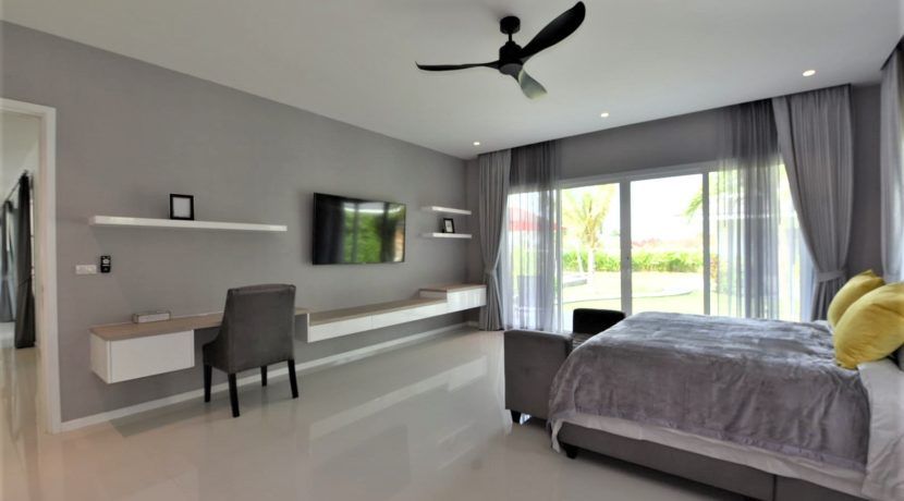 31 Spacious master bedroom