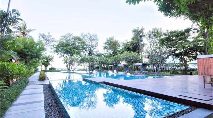 82 Communal swimming pool