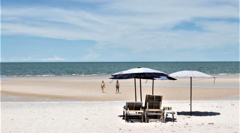 84 Direct beach access