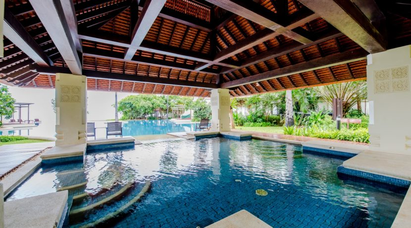 93 Jacuzzi pool section