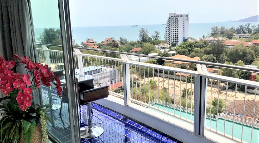 17 Large balcony with stunning sea view