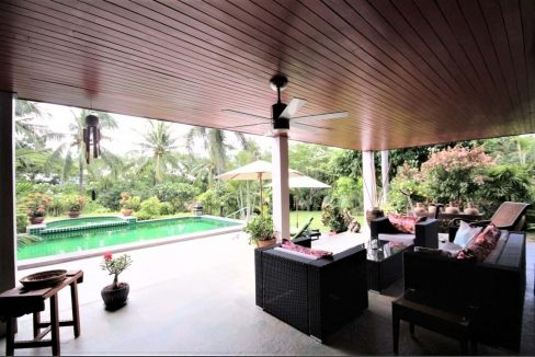 52 Large fully covered terrace