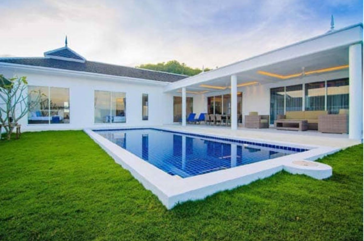 Superb Luxury Pool Villa in Hua Hin at Peaceful Countryside