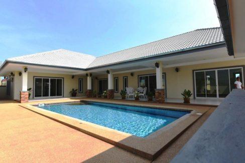 01 Amuga Pool Villa In Cha Am