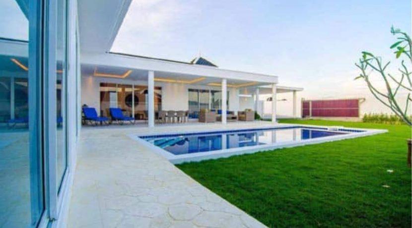 03 Superb 4-Bedroom pool villa