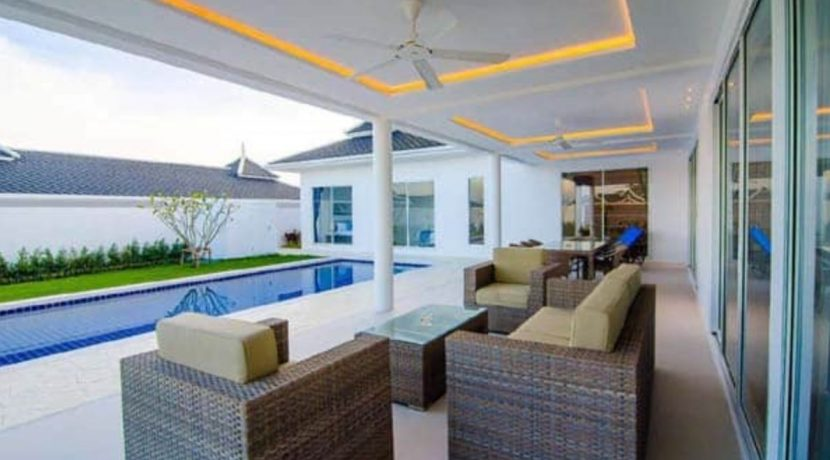 05 Fully covered terrace for outdoor living