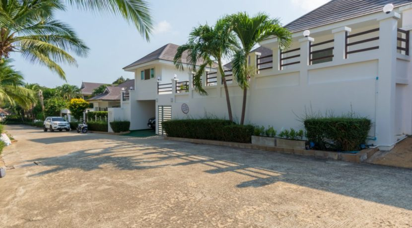 05 Villa entrance