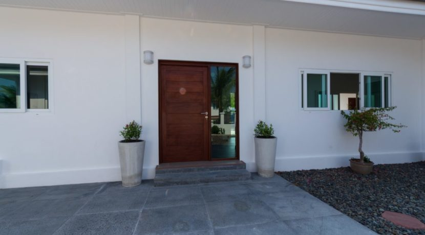 06 Villa entrance