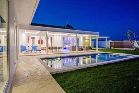 06 Villa with evening illumination