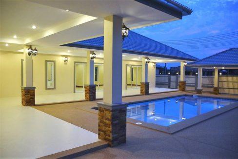 07 The villa with evening illumination