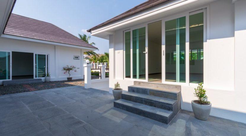 08 Villa entrance