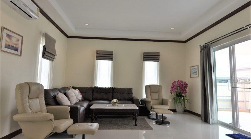 11 Living room area