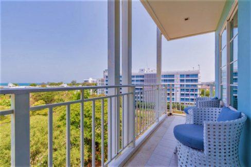 14 Condo wide balcony with sea view