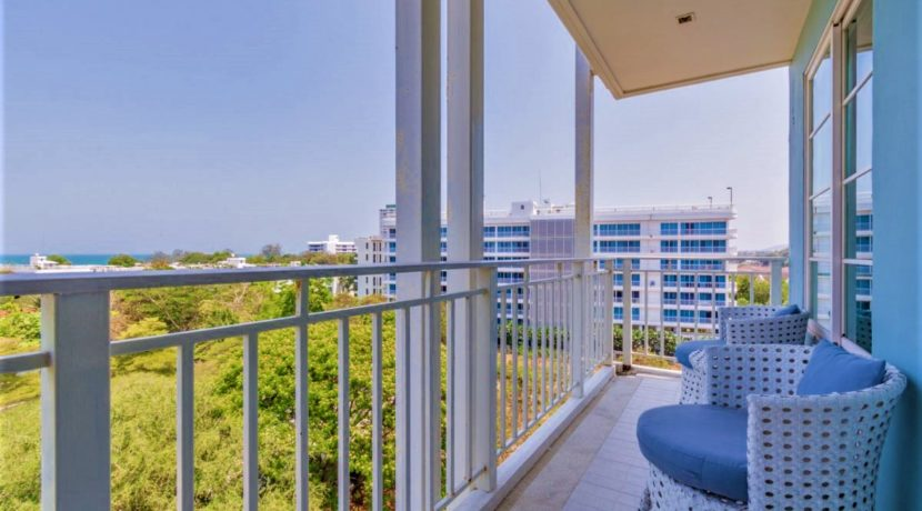 14 Condo wide balcony with sea view