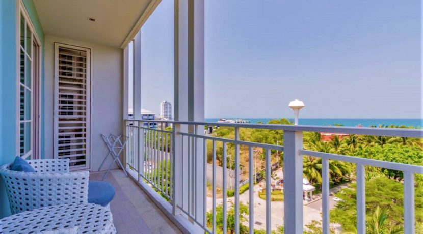 15 Condo wide balcony with sea view