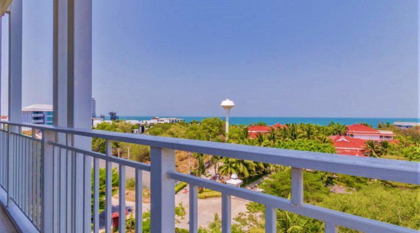 16 Condo wide balcony with sea view