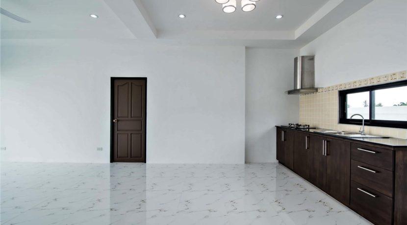 21 Kitchen area