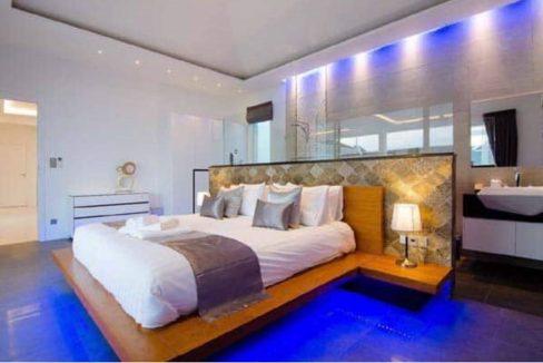 30 Spacious master bedroom-bathroom