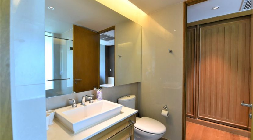 45 Ensuite bathroom #2 (also access from living room)