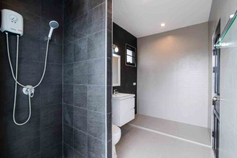 60 Bathroom #1 (2Bed House)