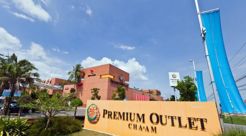 97 Premium Outlet shopping center