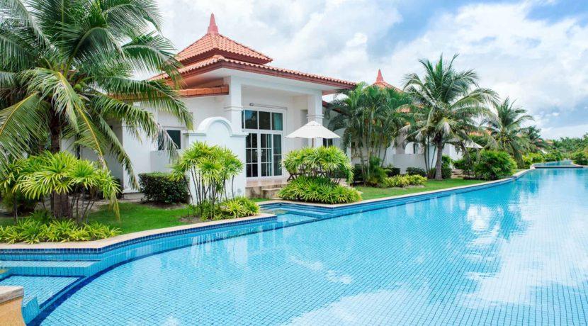 03 Lagoon pool villa