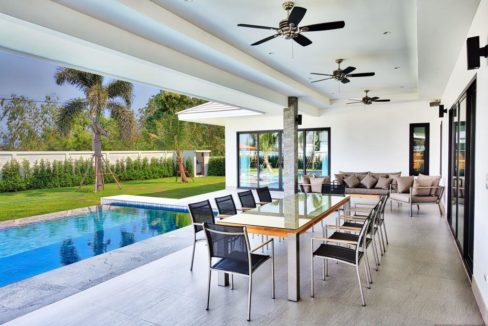 05 Fully covered patio