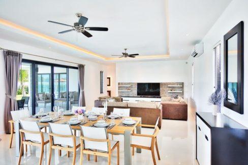 10 Spacious living dining-lounge