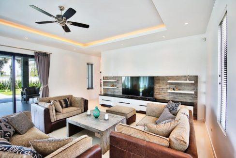 12 Spacious living dining-lounge