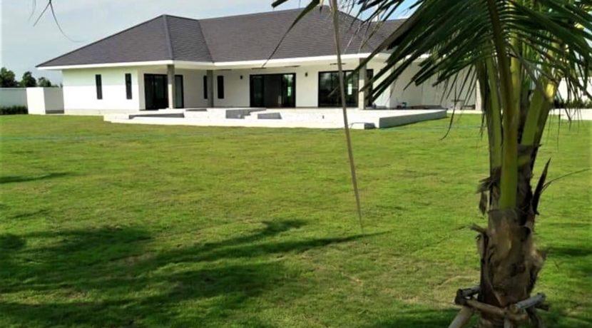 02 Luxury pool villa on large land