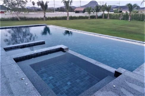 04 6x14 meter pool with wetdeck and jacuzzi