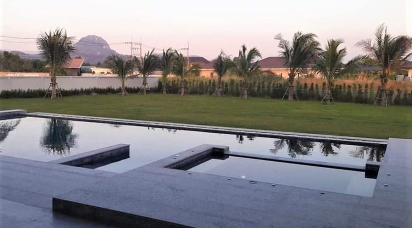 05 6x14 meter pool with wetdeck and jacuzzi