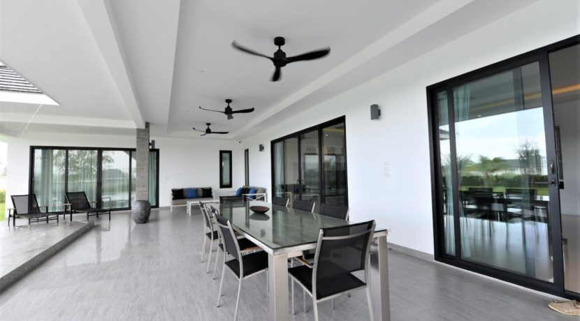 07 Fully covered furnished terrace