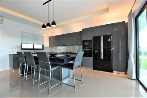 21 Fully fitted EU style kitchen