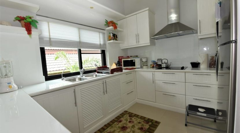 25 Fully fitted closed kitchen