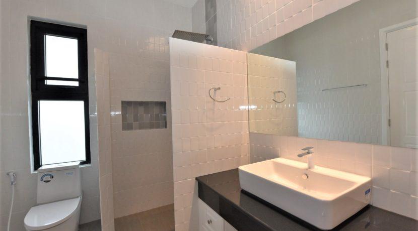 45 Ensuite bathroom #2 (Also guest washroom)