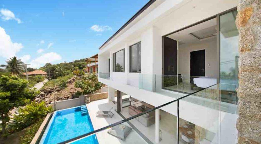 31 master bedroom balcony