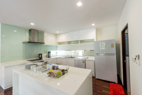 P1#15 Fully fitted modern kitchen